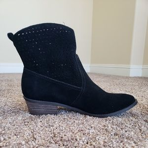 Black Western-style Boots